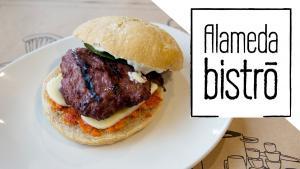 <p>Encuentra en Alameda Bistro tapas tradicionales de Alcoy con deliciosas carnes, quesos artesanos, jugosas hamburguesas de salmón y postres de infarto.</p>