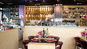 <p>Mixtura es un bar de tapas y tienda de productos gourmet de Alicante donde disfrutar de la buena gastronomía nacional</p>