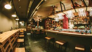 <p>Chico Calla! Taberna Alicantina, bar de Alicante de tapas locales ricas y originales. Un ambiente informal y desenfadado en centro de Alicante</p>