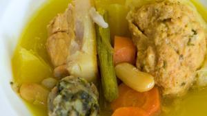 <p>Restaurante La Venta de Benifato, cocina tradicional de la montaña de Alicante, saborea la auténtica olleta de blat, las pelotas bordes o la pericana</p>