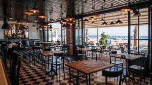 <p>Moments Bar Urbanova (Alicante), tus momentos únicos frente al mar. Disfruta de una cocina de calidad, desayunos, meriendas, cenas y copas de calidad</p>