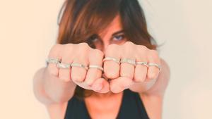 <p>Mamalula, joyas de autor hechas a mano, mimadas a mano. Collares, anillos, pendientes y broches de aire minimalista y únicos totalmente, venta nacional</p>