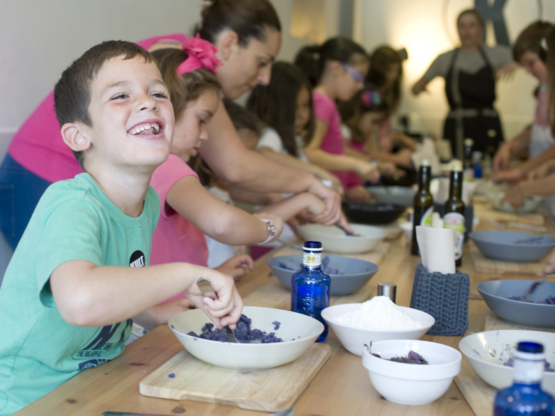 Taller infantill de cocina en Kult Bar Alicante, eventos en Alicante