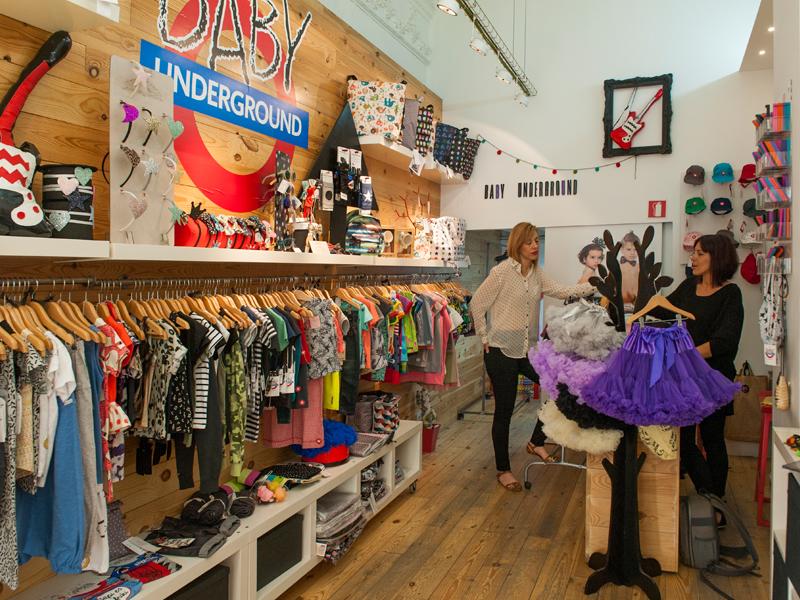 8dd619edb17e Mireia y Laura de Baby Underground en su tienda de ropa infantil