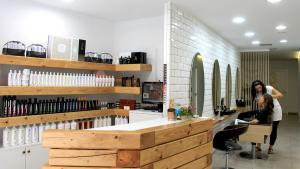 <p>E&amp;M Peluquería y Estética de Elche, los mejores tratamientos para tu pelo y tu piel. Manicuras y pedicuras permanentes. Dale un nueco color a tu cabello.</p>