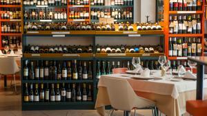 <p>Vinicolas Wine Bar está situado en pleno casco urbano de San Juan, disfruta del restaurante exquisito y de la amplia bodega con más de 1500 referencias</p>