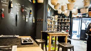 <p>Raïm Degustación es un local acogedor y cercano situado en Alicante donde cocinan con productos frescos y seleccionan los vinos con una filosofía slowfood </p>