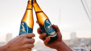 <p>La cerveza artesana Postiguet es la bebida natural 100% elaborada por alicantinos en la que se ha querido plasmar todo el sabor de la provincia. Pruébala</p>