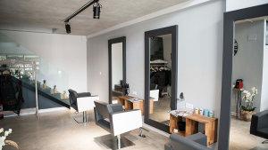 <p>Stuz Salón, peluquería en San Juan Playa (Alicante) con tratamientos de Aveda. Esta firma es líder internacional en el sector de cosmética orgánica</p>