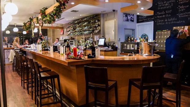 La Barra de César Anca para desayuno, tapas, vinos, comida o cena.