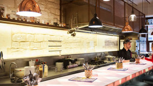 <p>Bandarra Bar de Barra. Descubre la magia del show cooking, en este rincón encantador de Alicante. Tapas atrevidas con sabores trangresores y divertidos.</p>