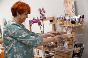 <p>González Belleza Saludable es un salón de peluquería y estética que renueva su imagen por completo hacia un sistema de belleza saludable y consciente</p>
