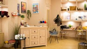<p>Le Petit Bazar Alicante, tu nueva tienda de complementos ideales. Descubre bisutería preciosa y delicada, inspirada en Paris. También bolsos y perfumes</p>
