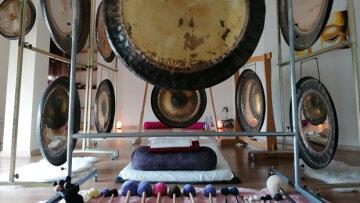 Gongsounds de Esther Saranjeet, centro de Yoga y terapia con sonido