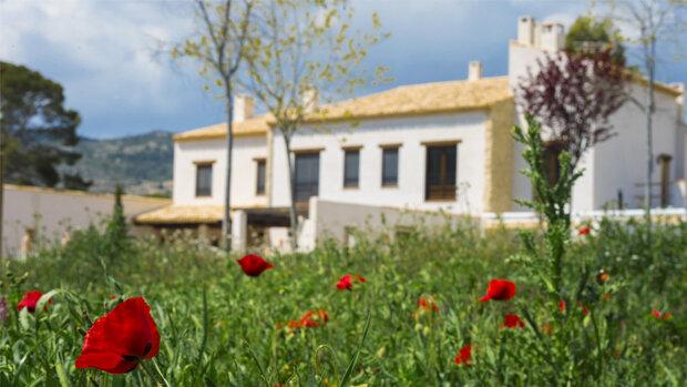 El Mas del Poeta con casa rural y restaurante está en Petrer